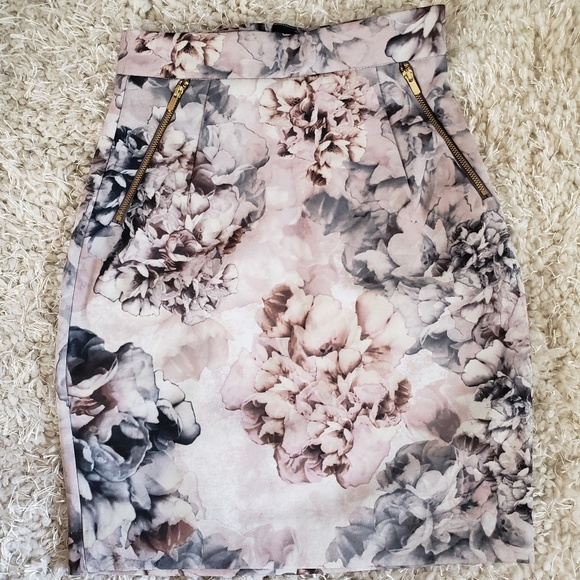 H&M Dresses & Skirts - NWT H&M floral pencil skirt